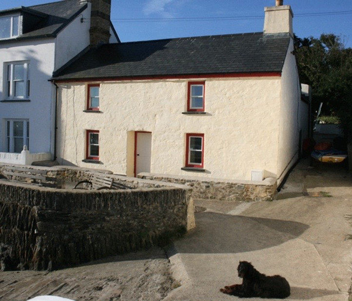 Trenydd, a holiday cottage in Parrog, Pembrokeshire