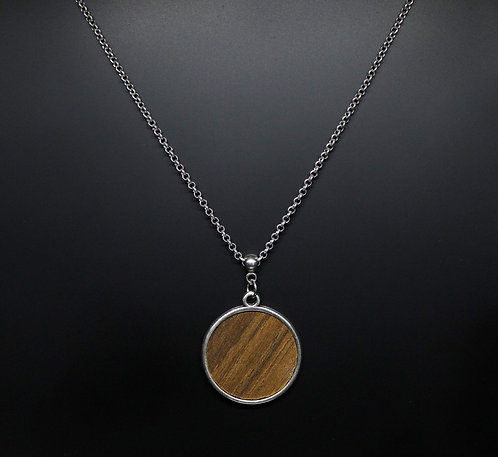 Long necklace of wood