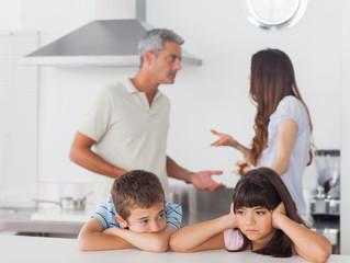 Lær dit barn at sige fra overfor forældre-skænderier.