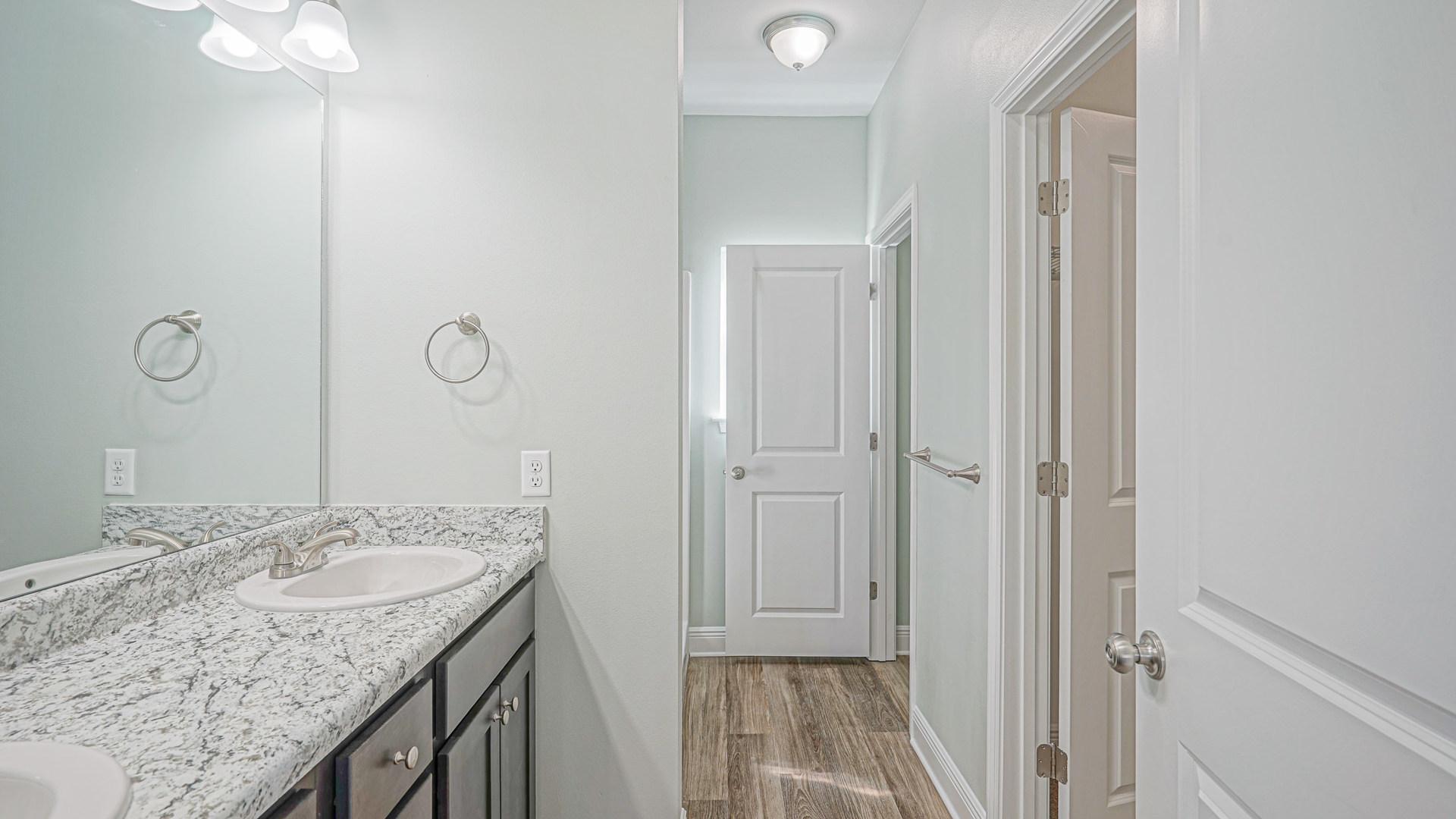 196 Johnson Ct Shiloh Place Bathroom
