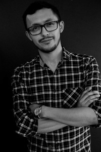 Luis Mendoza - Headshot.JPG