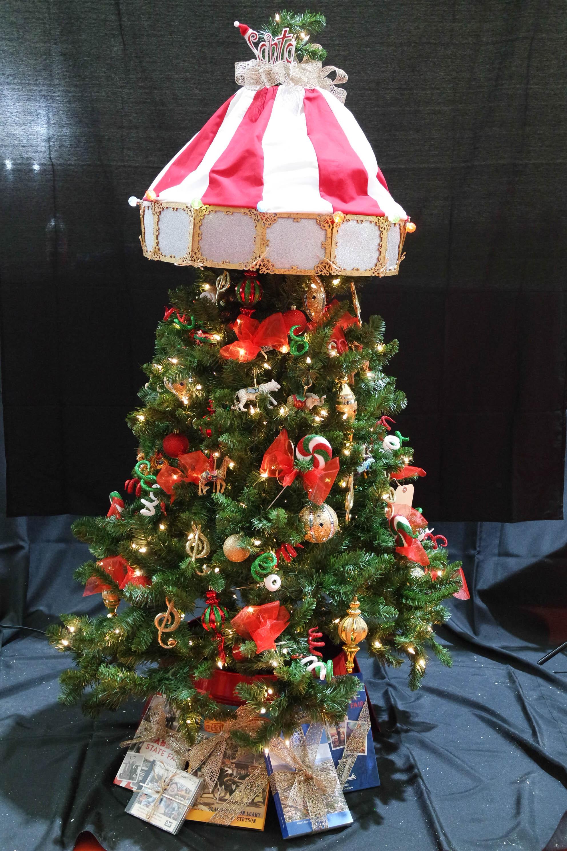 T190079 Santa's Christmas Carousel_Barba