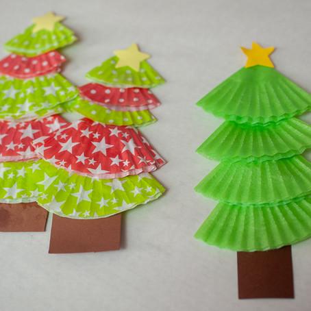 Weihnachtsbäume aus Muffinpapierchen