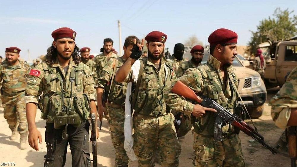 El terrorista de la TFSA haciendo el signo de los lobos grises (fascistas turcos)