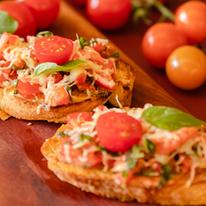 Bruschetta de Tomate, Manjericão e Parmesão