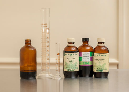 Photograph of Chinese and Western herbal medicine and herbal tinctures.