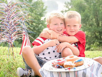 Three American Flag Themed Mini Session Inspirations for Photographers