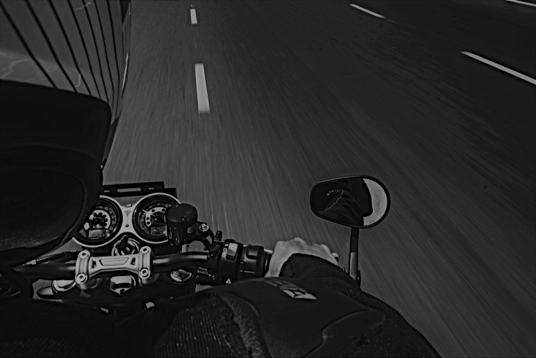 black-and-gray-dslr-camera-2317408.jpg
