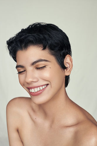 natural makeup look short brown hair
