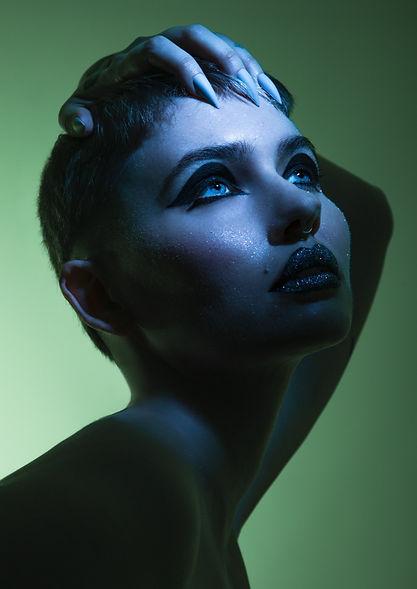 creative black eyeliner, creative makeup artist