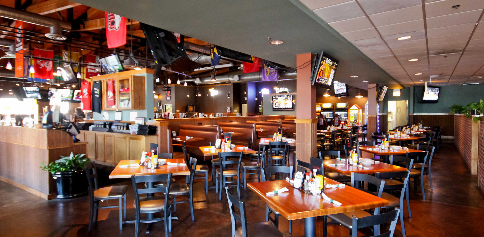Real Time Sports Bar and Grill Dining Room view 5
