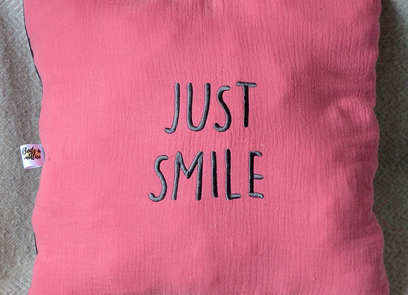 Coussin brodé ours just smile