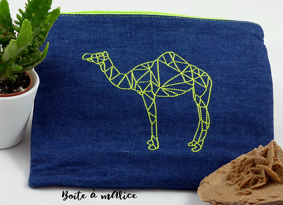 Pochette brodée origami chameau
