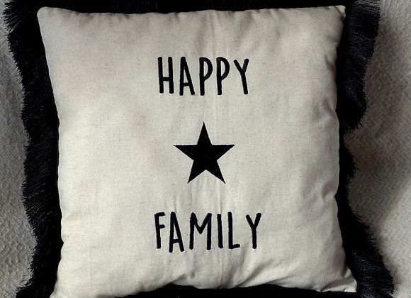 Coussin brodé happy family