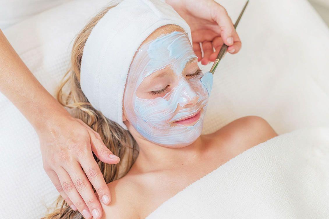 Reinigende Behandlung für junge Haut