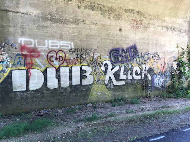 "More graffiti (the famous ""Dub"" and ""Klick"")"