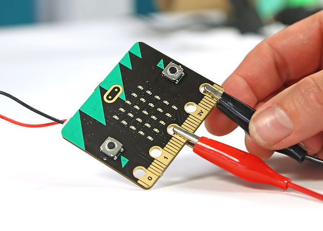 Technology-Will-Save-Us_BBC_Micro-Bit_de