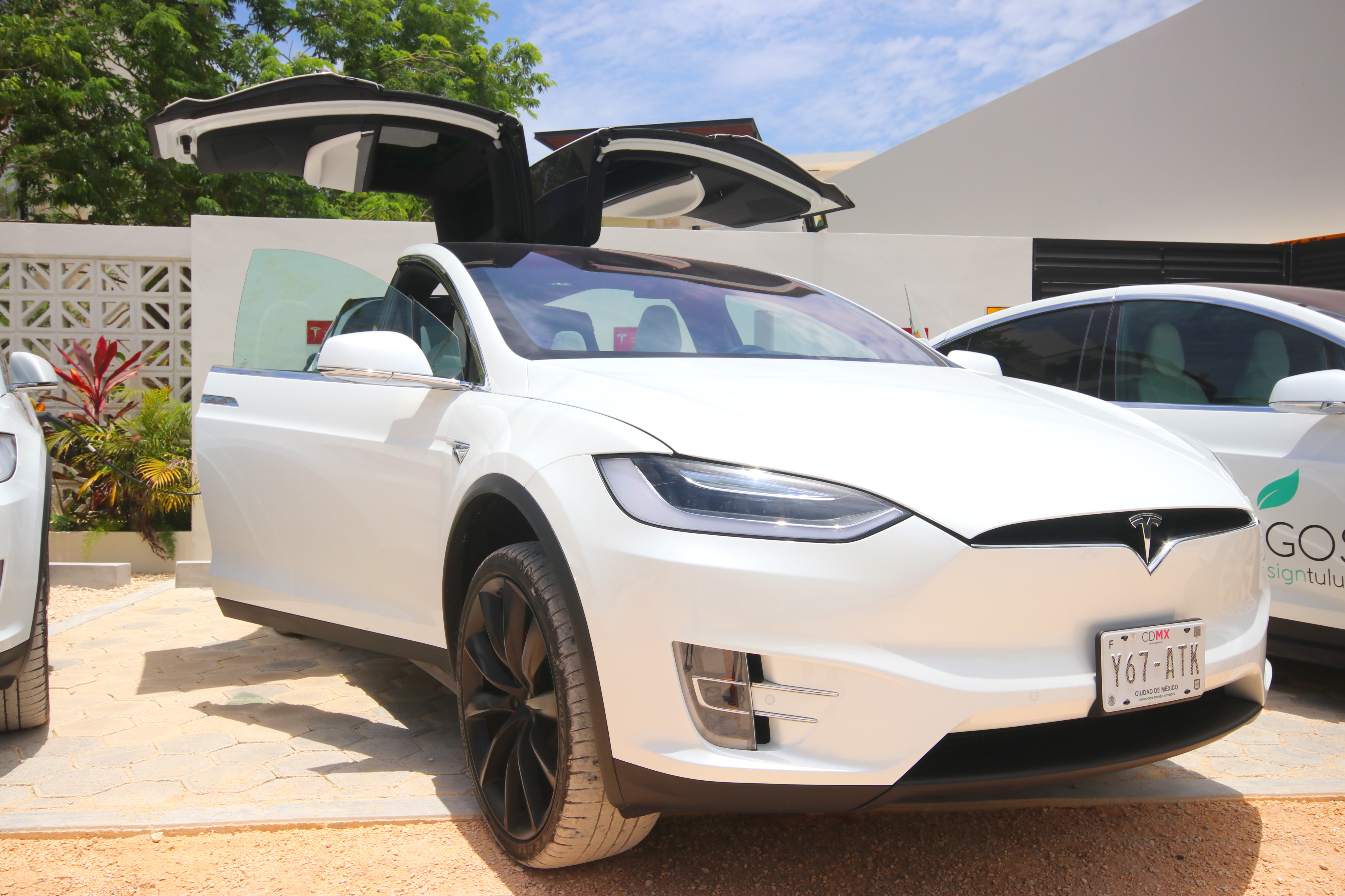 Sustainable driving into the future with Tesla - Blog | Los