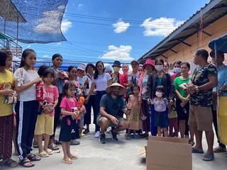 [Cộng đồng] Người Do Thái tặng thực phẩm cho cộng đồng người Thượng Việt Nam tị nạn ở Thái Lan