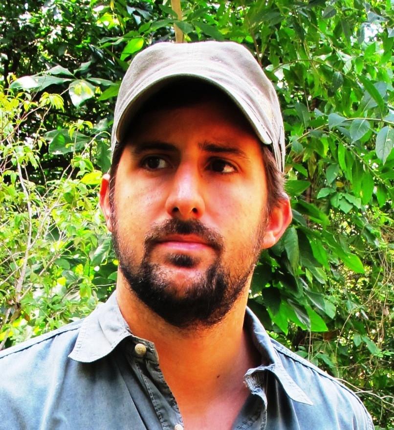 Escritor Bruno Flores