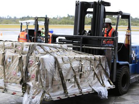 Este sábado se enviaron al Amazonas 20.000 botellas de alcohol antiséptico de la Fábrica de Licores