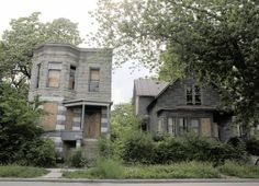 boarded up chicago home