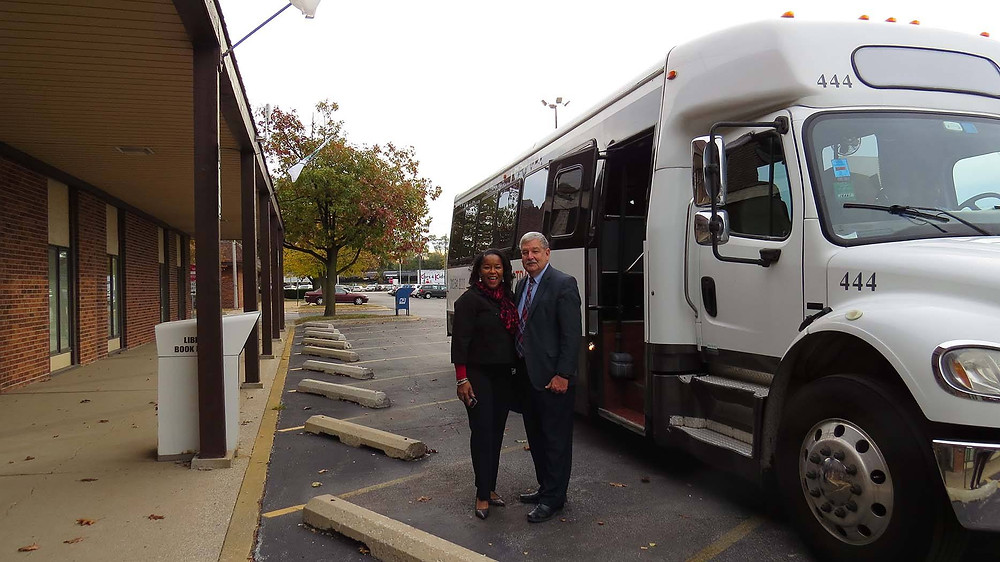 ComEd External Affairs Manager Bonita Parker and SSMMA Executive Director prepare to board a bus to the ComEd/Silver Springs smart grid facility.