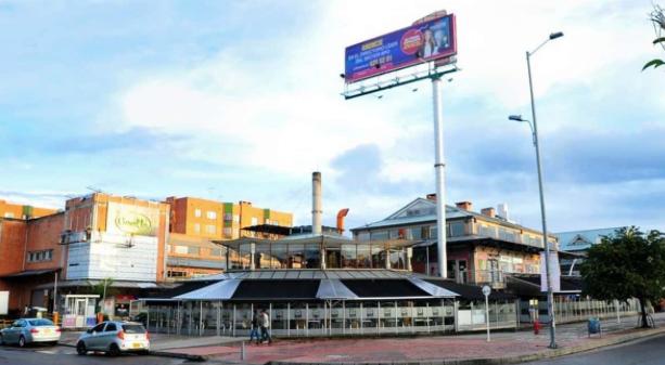 Centro Comercial Granada Hills Fachada