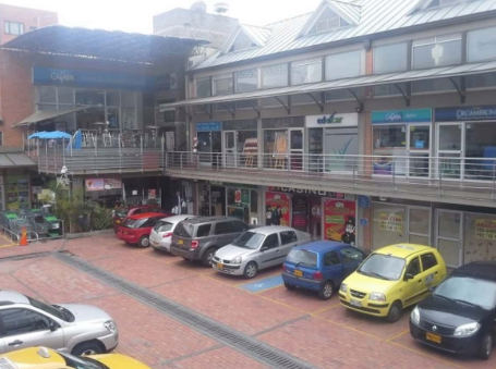 Zona de Parqueaderos Centro Comercial Granada Hilss