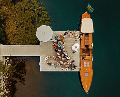 Arriving_by_boat_to_heartfelt_bridal_toa