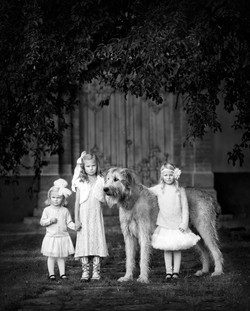 FamiljGrupp_32_Watch out for our dog