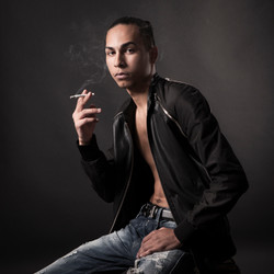 PORTRAIT_48_YOUNG_SMOKER