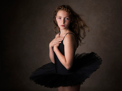 Barn_ID19_Girl in ballet dress