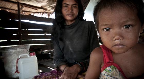 El fotógrafo humanitario Joseba Etxebarria intenta transmitir en sus fotografías la situación en la que se encuentran millones de personas en el mundo. En el año 2010 inicia la vuelta al mundo en bicicleta, un proyecto a favor de los Derechos Humanos.