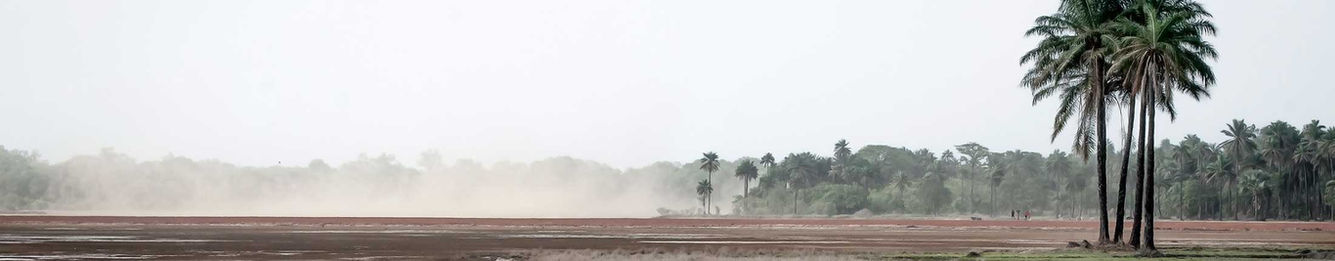 Tienda online donde comprar las fotografías del fotógrafo humanitario Joseba Etxebarria. La vuelta al mundo en bicicleta
