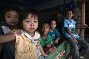 Phut y Ladsamy con amigos | Laos