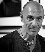 Joseba Etxebarria, fotógrafo humanitario y activista por los Derechos Humanos.