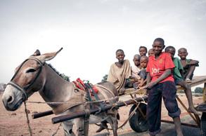 Ibra con hermanos y amigos | Gambia
