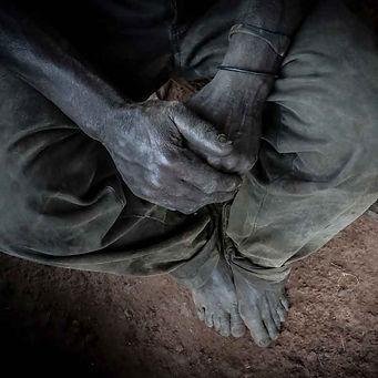 27 millones de almas viven esclavizadasy muchos nisiquiera lo saben porque esto ha sido así toda su vida. La vuelta al mundo en bicicleta del fotógrafo humanitario Joseba Etxebarria.