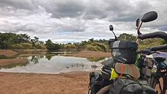 La vuelta al mundo en bicicleta del fotógrafo humanitario Joseba Etxebarria a favor de los Derechos Humanos. En ruta por la provincia de Preah Wijía en el norte de Camboya.