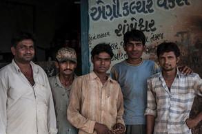 Kanu, Nirav, Kalú, Yash y Chandan | India