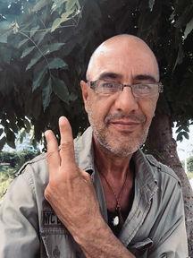 La infección en una muela me tiene totalmente paralizado en Battambang, Camboya, pero estamos a punto de doblegarla. En breve continuamos con la vuelta al mundo en bicicleta por los Derechos Humanos. Joseba Etxebarria, fotógrafo humanitario y activista por los Derechos Humanos.