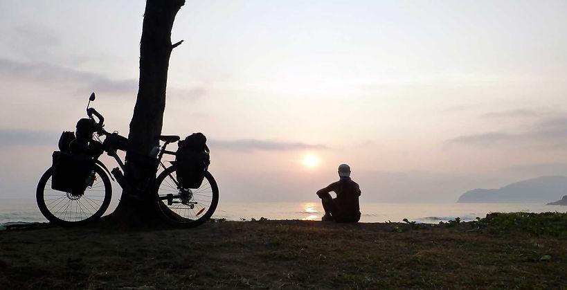 Amanecer en el Golfo de México durante le vuelta al mundo en bicicleta del fotógrafo humanitario Joseba Etxebarria.