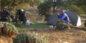 El fotógrafo activista por los Derechos Humanos acampado en Senegal durante la vuelta almundo en bicicleta.