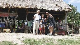 """En ruta por Quintana Roo, en México, compartiendo una noche con Don Pedro Mora en el restaurante """"km. 93"""" entre Cancún y Chetumal. Vuelta al mundo en bicicleta por los Derechos Humanos. Joseba Etxebarria."""