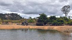 La vuelta al mundo en bicicleta del fotógrafo activista por los Derechos Humanos. En ruta por la provincia de Preah Wijía en el norte de Camboya.