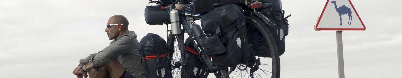 Actualidad sobre la vuelta al mundo en bicicleta y trabajo del fotógrafo humanitario Joseba Etxebarria.