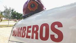 Agradecimiento a los bomberos por su apoyo al proyecto de vuelta al mundo en bicicleta del fotógrafo humanitario Joseba Etxebarria.