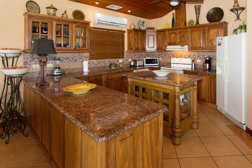 Casa-Fiesta-Kitchen-4.jpg