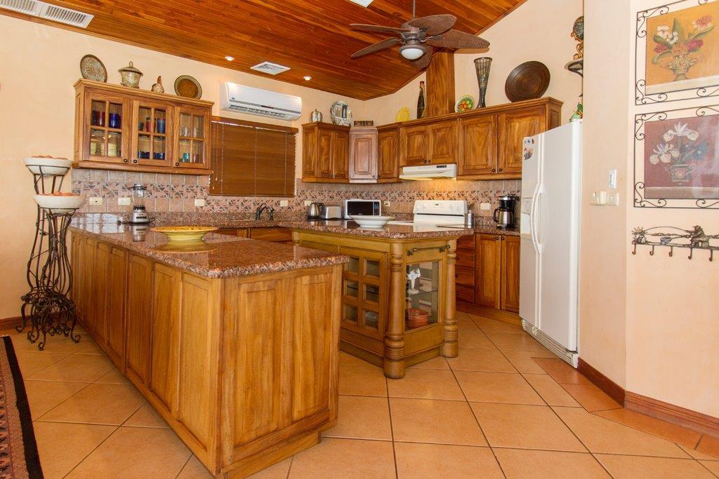 Casa-Fiesta-Kitchen-5.jpg